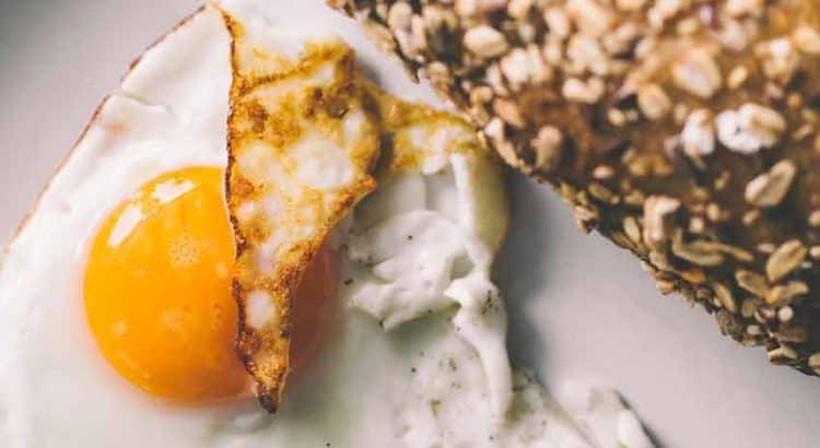 Gehaktbrood gevuld met ham, kaas en ei